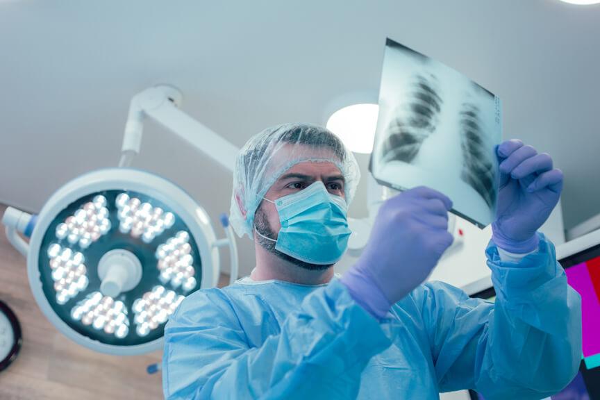 Roupas e equipamentos de proteção para profissionais da saúde